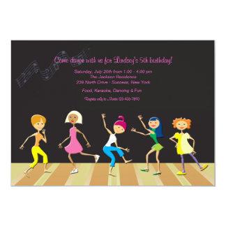 Flickor som dansar partyinbjudan 12,7 x 17,8 cm inbjudningskort