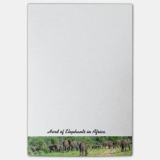 Flock av elefanter som Posta-det noterar Post-it Lappar