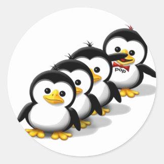 Flock av pingvin runt klistermärke
