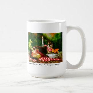 Floduttern invaderar picknickspridning kaffemugg