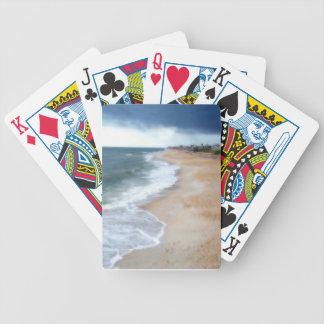 Florida strand som leker kort spelkort