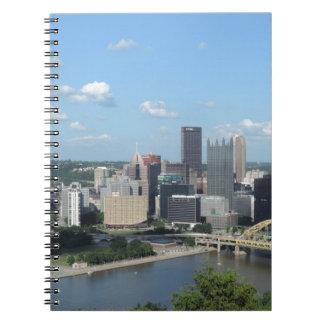 Flyg- i stadens centrum Pittsburgh horisont Anteckningsbok Med Spiral