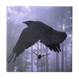 Flyga Ravens, skogen & kusliga ögon Liten Kakelplatta