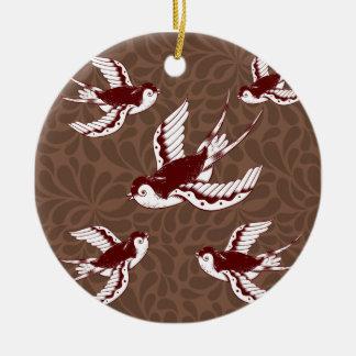 Flygfåglar på brunt damastast mönster julgransprydnad keramik