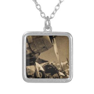 Flygplan för bombplan för SBD för världskrig II Silverpläterat Halsband