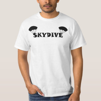 Flyta den Skydiving utslagsplatsen T-shirt