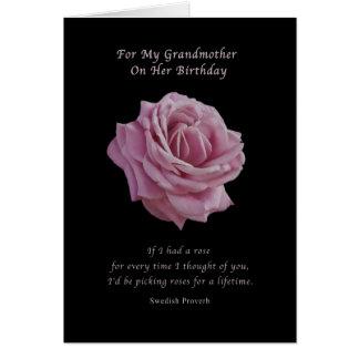 Födelsedag farmor, rosa ros på svart hälsningskort