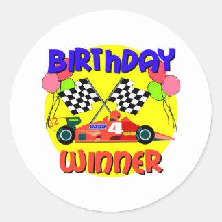 Födelsedag för 4e födelsedagentävlingbil runt klistermärke