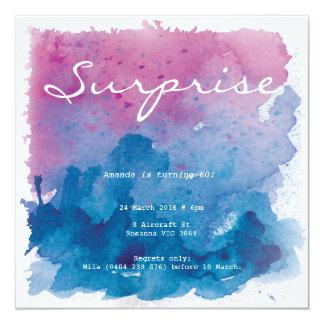 Födelsedag för lila- och blåttakvarellöverrrakning fyrkantigt 13,3 cm inbjudningskort