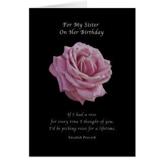 Födelsedag syster, rosa ros på svart hälsningskort