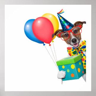 Födelsedaghund med ballongtien och exponeringsglas poster