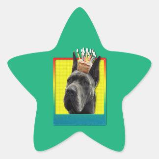 Födelsedagmuffin - great dane - grå färg stjärnformat klistermärke