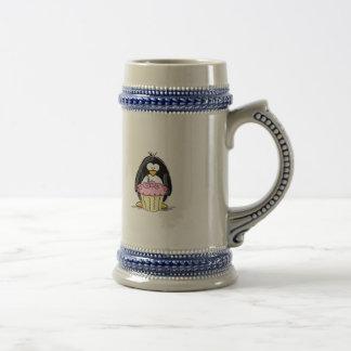 Födelsedagpingvin med muffin kaffe mugg