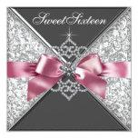 Födelsedagsfest 16 för svart för vitdiamantrosor individuella inbjudningskort