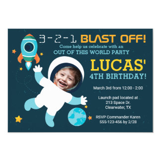 Födelsedagsfest inbjudan för astronautpojkeutrymme
