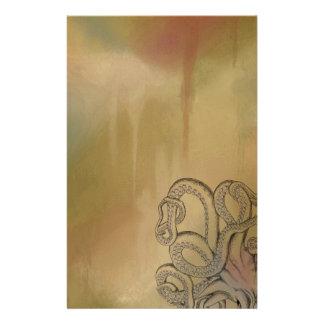 Fodra teckningbläckfisken i brunt brevpapper