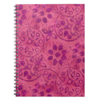 Fodrad anteckningsbok för KRW rosa Batick design