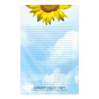 Fodrat personligt handstilpapper för solros blå brevpapper