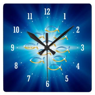 Följ honom - den kristna fisksymbolväggen tar tid  fyrkantig klocka
