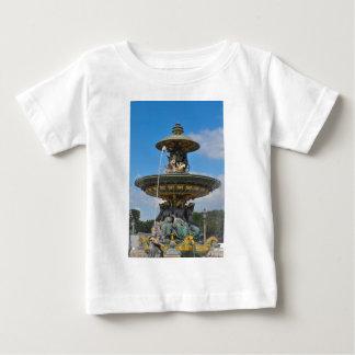 Fontän på stället de Concorde i Paris, frankrike Tshirts