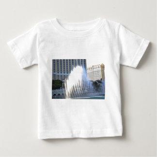Fontäner och arkitektur längs den Las Vegas stren T-shirts