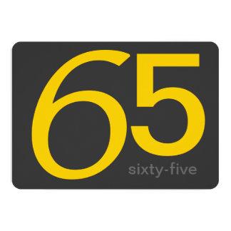 För 65efödelsedag för kol och för gult 12,7 x 17,8 cm inbjudningskort
