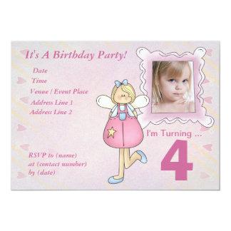 För anpassningsbar ängelfödelsedagsfest inbjudan
