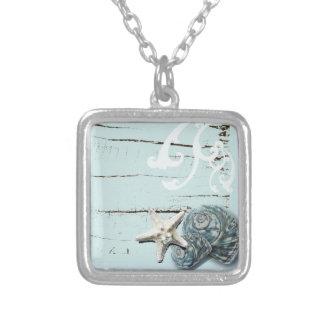 För aquablått för kust- ladugård wood snäckskal silverpläterat halsband