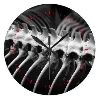 För arkeologben för ormen tar tid på den skelett- stor klocka