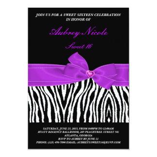 För bandfödelsedag för elegant sebra purpurfärgad 12,7 x 17,8 cm inbjudningskort