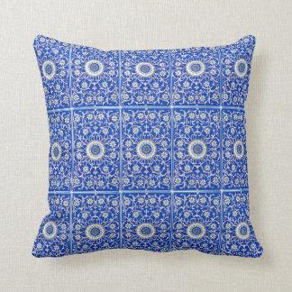För blått- och rosablommor för vintage kunglig kudde