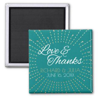 För bröllopfavör för kärlek och för tack guld- magnet