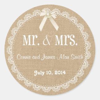 För burlap- och snörebröllop för land lantlig runt klistermärke