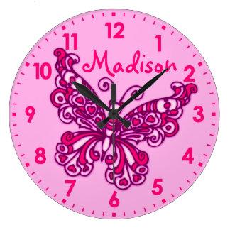 För flickarum för fjärilen tar tid på den rosa stor klocka
