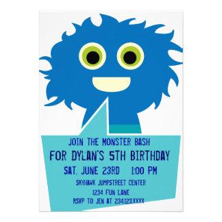 För födelsedaginbjudningar för gulliga blått gigan anpassade tillkännagivande