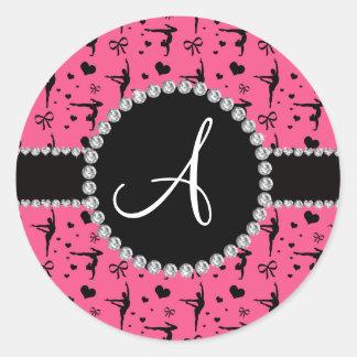 För gymnastikhjärtor för Monogram rosa pilbågar Runt Klistermärke