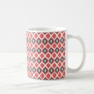 För Ikat för röda blåttgrått geometriskt mönster Vit Mugg