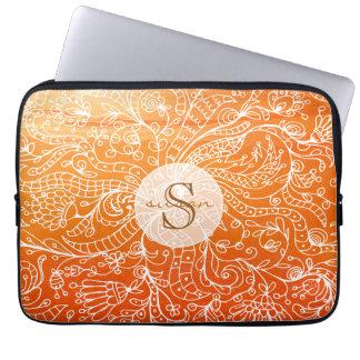 För konstMonogram för orange vintage blom- laptop Laptopfodral