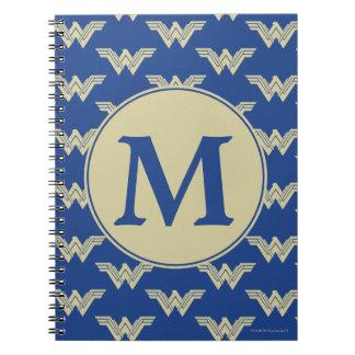 För kvinnalogotyp för Monogram undra mönster Anteckningsbok