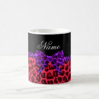 För leopardtryck för personlig känd rosa pilbåge vit mugg