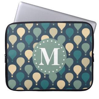 För luftballongmönster för blått Retro Monogram Laptop Fodral