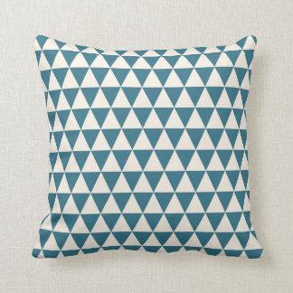 För mönsterkricka för triangel geometriska blått dekorativ kudde