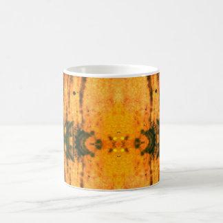 För orange och skraj designmugg för svart magisk mugg