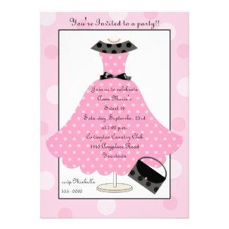 för Polkadot för 50-tal rosa inbjudan för födelsed