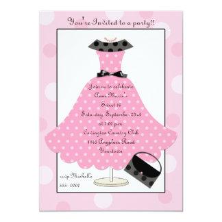 för Polkadot för 50-tal rosa inbjudan för