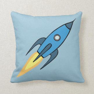 För Rocketship för blått Retro design tecknad Kudde