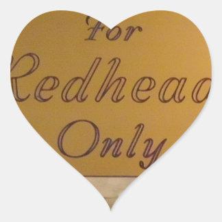 För rödhårig endast hjärtformat klistermärke