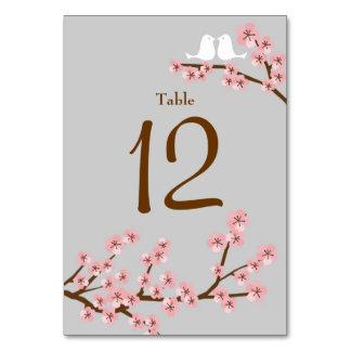 För rosor & körsbärsröd blommarvår bröllop för grå bordsnummer