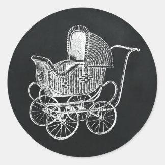 För svart tavlabarnvagn för vintage baby shower runt klistermärke