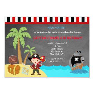 För svart tavlafödelsedag för pirat inbjudningar